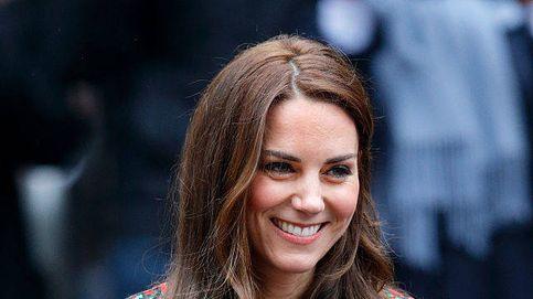 Así escoge Kate Middleton los complementos (joyas, zapatos, relojes...) que luce con sus vestidos rojos