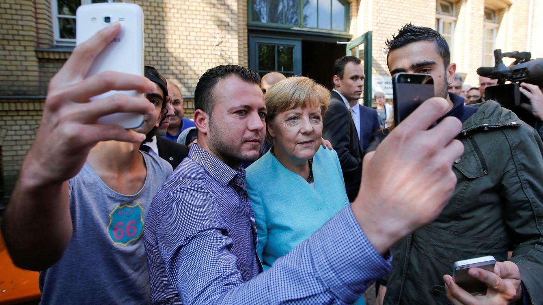 Refugiados para levantar Alemania: la teoría conspirativa que acecha a Angela Merkel