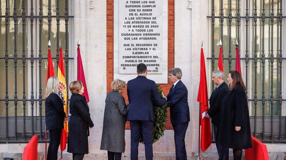 Foto: El presidente del Gobierno, Pedro Sánchez (c), el jefe del Ejecutivo madrileño, Ángel Garrido, y la alcaldesa de la capital, Manuela Carmena. (EFE)