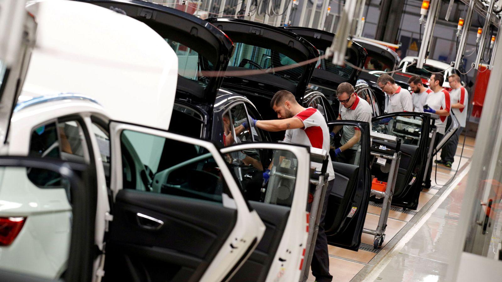 Foto: Trabajadores de Seat en la factoría de Martorell, en Barcelona, el pasado 31 de octubre. (Reuters)