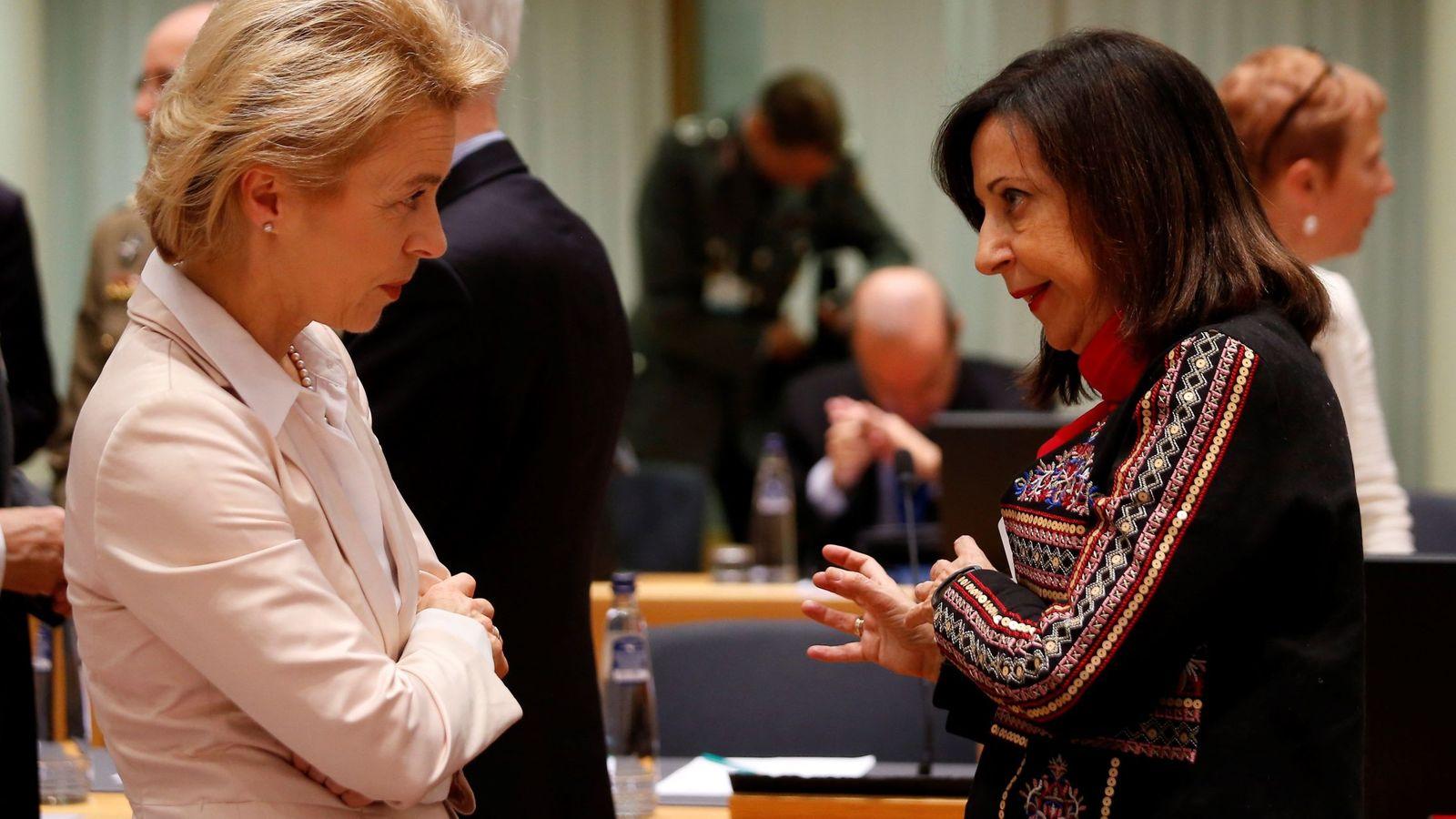 Foto: Margarita Robles, con su homóloga alemana, Ursula von der Leyen. (EFE)