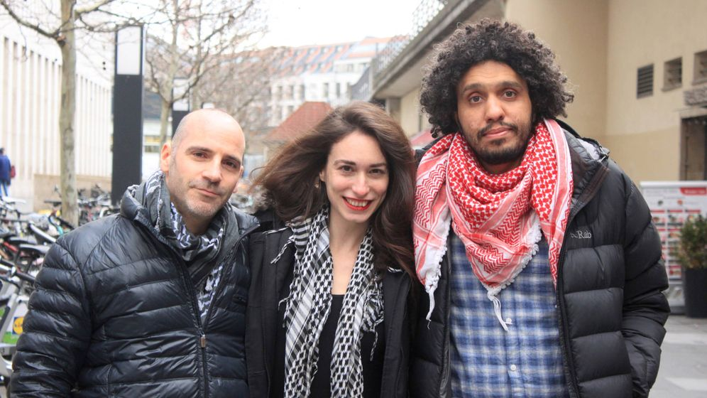Foto: Ronnie Barkan, Stavit Sinai y Majed Abusalama, los activistas acusados. (A. Jerez)