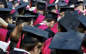 Por qué la educación de élite produce 'borregos excelentes', según un profesor de Yale