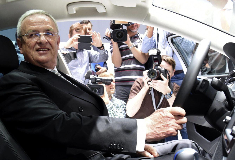 Foto: Ferdinand Piëch posa para la prensa durante la junta general de accionistas en Hannover, el 5 de mayo de 2015 (Reuters).