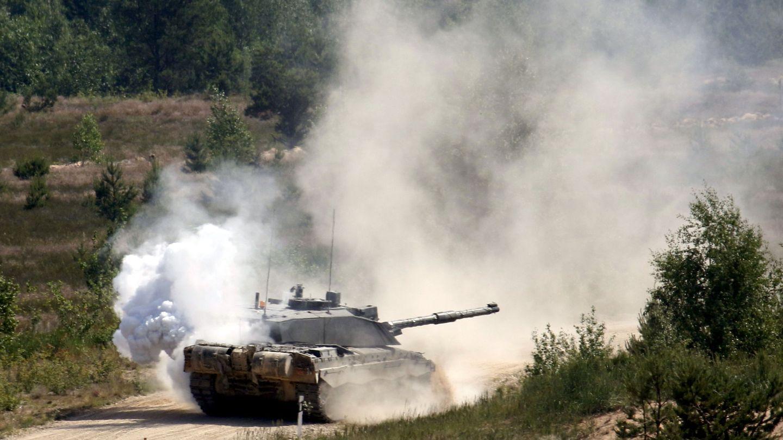 Un Challenger 2 durante unos ejercicios de la OTAN. (Foto: EFE)