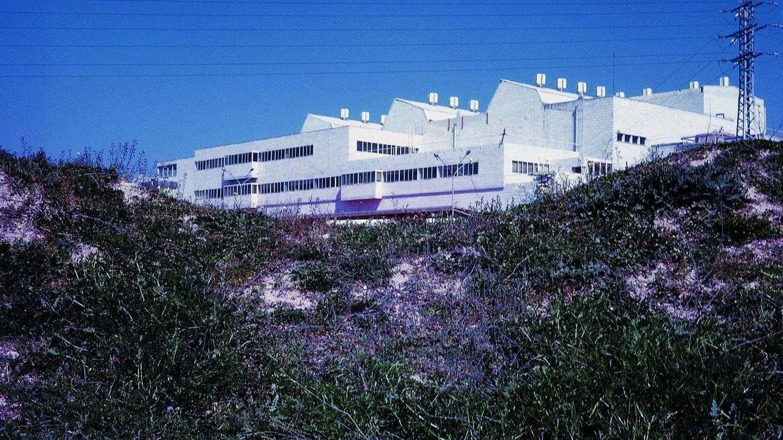 Imagen de la fábrica situada al lado del Hospital Ramón y Cajal. (Fundación Alejandro de la Sota)