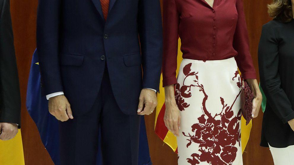 Doña Letizia repite el look con el que Felipe Varela 'hace caja' en su web