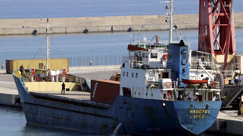 El 'Haddad 1', retenido por los guardacostas griegos en el puerto de Heraclión, en Creta, el 2 de septiembre de 2015. (Reuters)