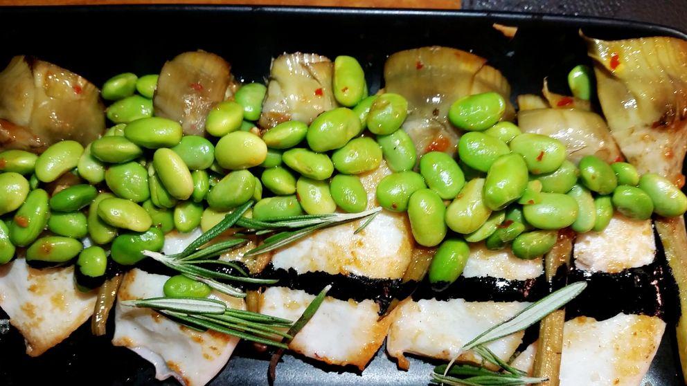 Luzi Bombón, cocina mediterránea y una gran barra de marisco en Madrid