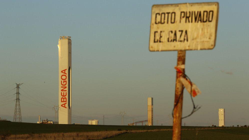 Foto: Torres de Abengoa de la planta solar Solúcar, en Sanlúcar la Mayor. (Reuters)