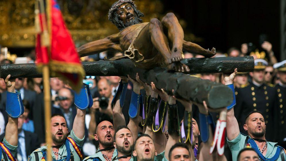 Foto: Legionarios trasladan el Cristo de la Buena Muerte en la Semana Santa de 2018. (EFE)