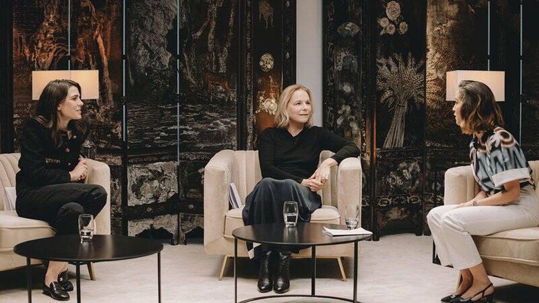 Encuentro literario con Carlota Casiraghi y Lyna Khoudri. (Cortesía Chanel)