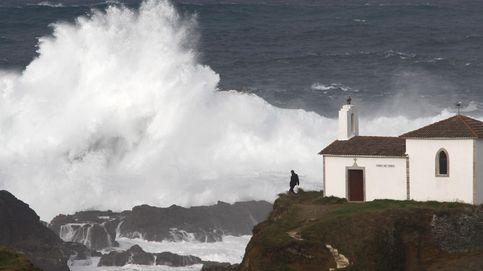 Alerta roja en Galicia por olas de 9 metros