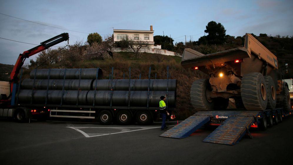 Foto: Trabajos de rescate en Totalán (Reuters).