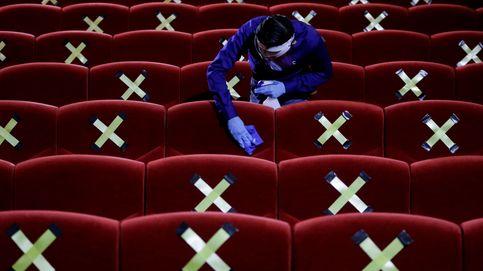 Restricciones de aforo en un cine en Indonesia