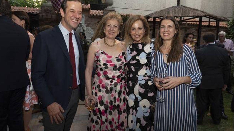 Alejo Morodo (izda) y Catarina Loureiro (dcha), su mujer, en la Embajada de Colombia en julio de 2018. (Embajada de Colombia en España)