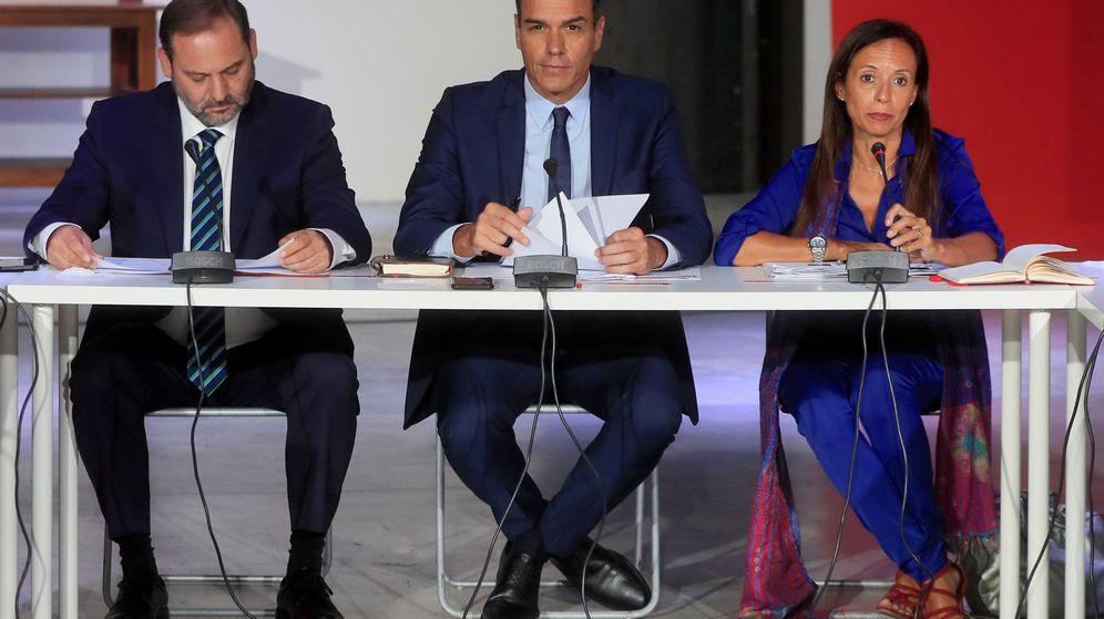Foto: Pedro Sánchez y Beatriz Corredor, en un acto del PSOE. (EFE)