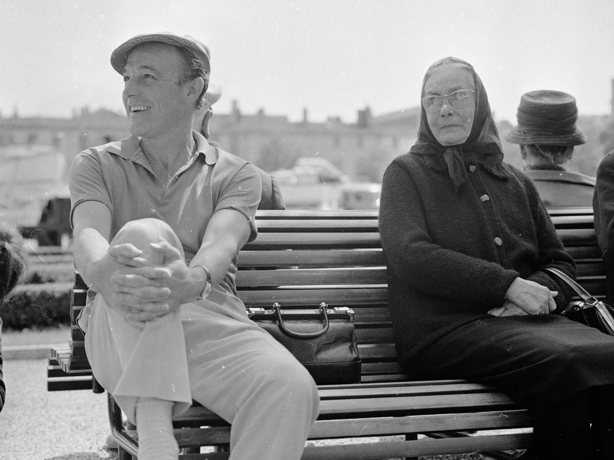 Foto: Gene Kelly, descansado durante un rodaje. (Getty)