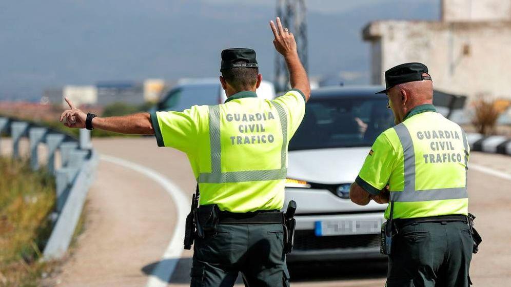 Foto: Agentes de tráfico en carretera (Efe)
