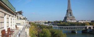 Con la torre Eiffel en la terraza