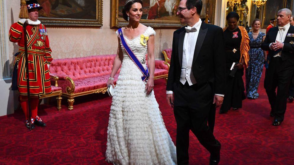 Foto: La duquesa de Cambridge junto al secretario del Tesoro de Estados Unidos. (Cordon Press)
