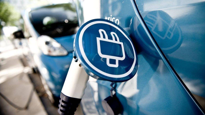 En España se siguen instalando puntos de recarga eléctrica, sobre todo de alta potencia, aunque predominan los de 50 kW sobre los llamados ultrarrápidos. Además, el 86% de los cargadores de acceso público tienen menos de 22 kW de potencia.