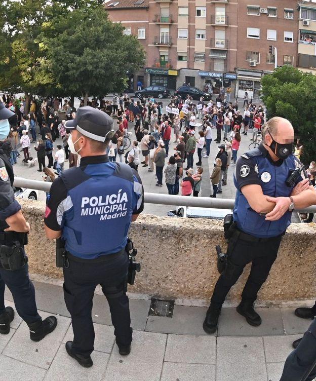 Foto: Policías municipales y nacionales trabajan juntos estos días. (EFE)