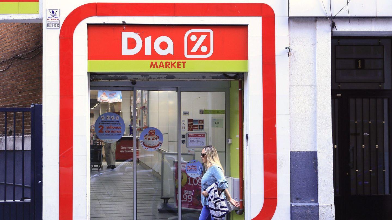 Vista de la entrada de un supermercado de la cadena DIA en Madrid. (EFE)