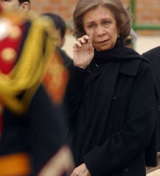 Foto: La reina, desolada tras la muerte de su amiga Ana Medina