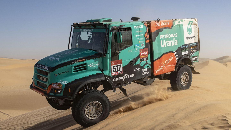 Albert Llovera en su camión del Dakar 2020. (EFE)