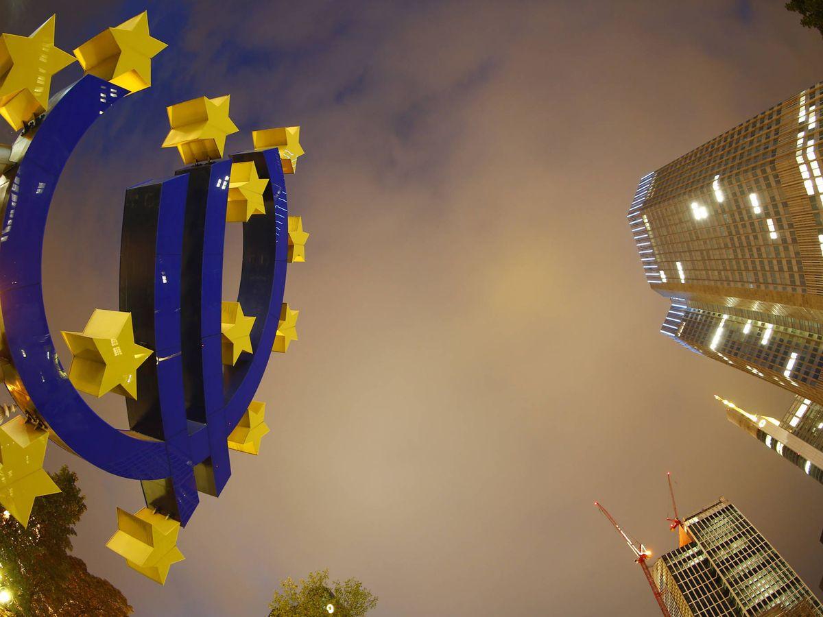 Foto: El símbolo del euro en la sede del Banco Central Europeo, en Fráncfort. (Reuters)