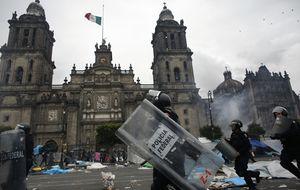 La Policía desaloja a los maestros  concentrados en México D.F.