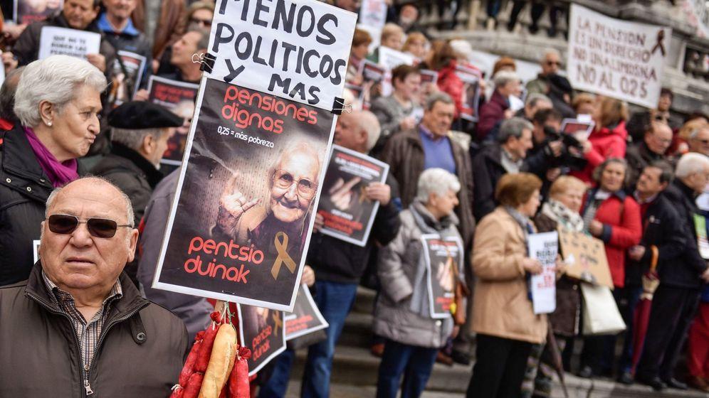 Foto: Una concentración de pensionistas en Bilbao. (EFE)