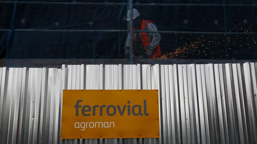 Foto: A welder works at a Ferrovial construction site, of new residential buildings, in Madrid