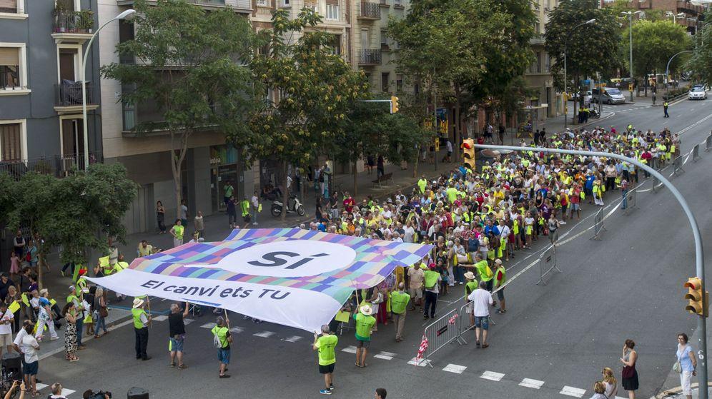 Foto: Simpatizantes de la Asamblea Nacional Catalana (ANC) participan en el ensayo de la manifestación de la próxima Diada. (EFE)