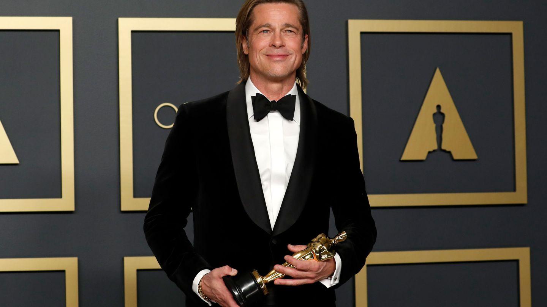 Brad Pitt posa con su Oscar. (Reuters)