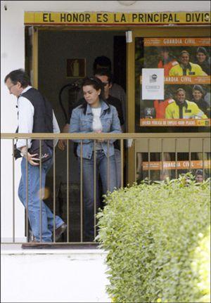 María José Campanario se sienta en el banquillo