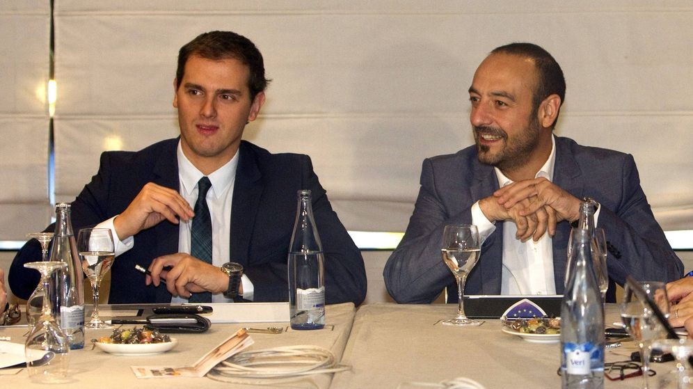 Foto: El líder de Ciudadanos (entonces aún Ciutadans), Albert Rivera, junto a Jordi Cañas en una ejecutiva de 2012. (EFE)