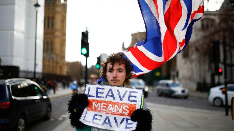 Caos absoluto en el Gobierno británico: aplaza otra vez la votación del Brexit