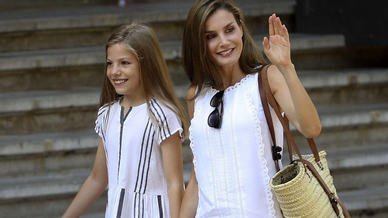 La Reina y la infanta Sofía. (Efe)