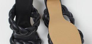 Post de H&M tiene los tacones mule para ir a la oficina y a tomar algo con estilo y por poco