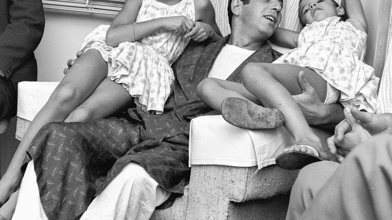 Carmina, junto a su padre y su hermana Belén. (Getty)