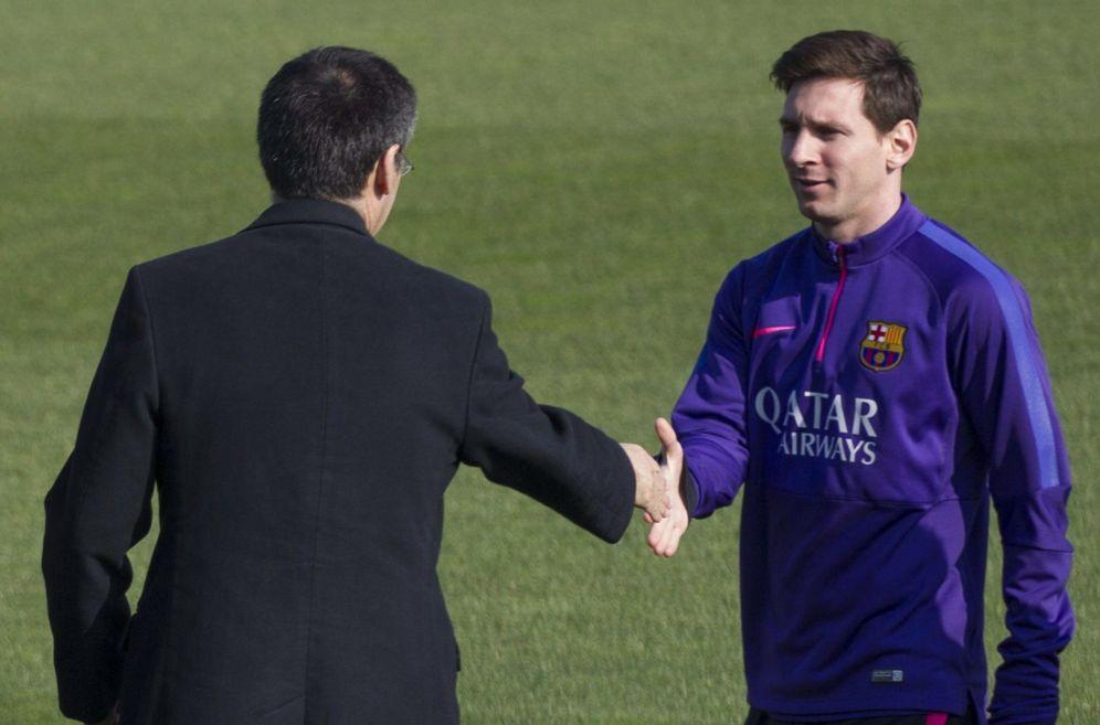 Foto: Josep María Bartomeu saluda a Leo Messi. (EFE)