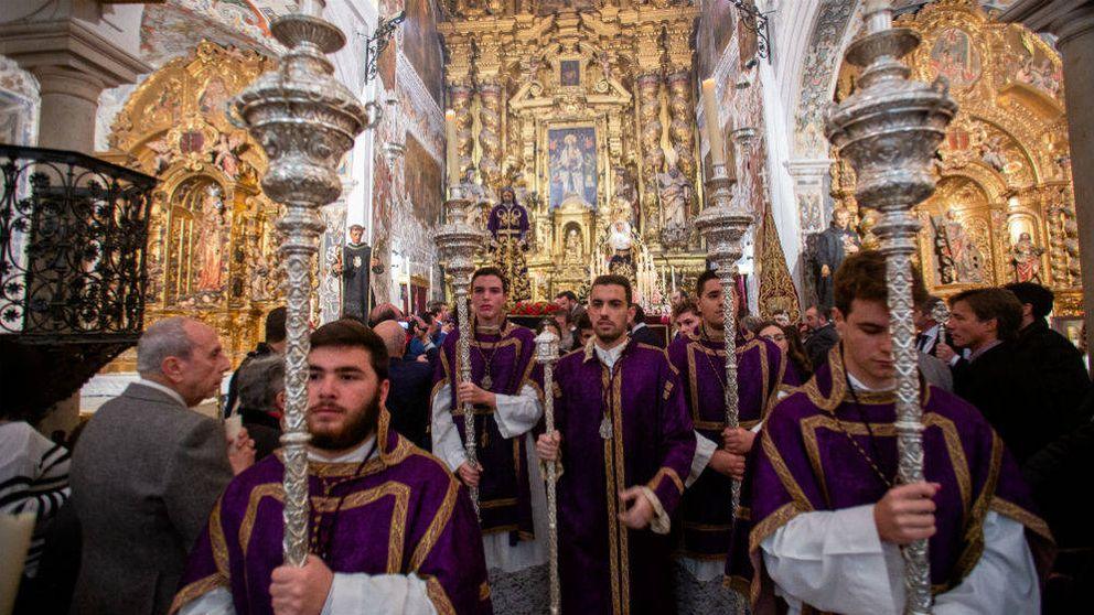 Cuaresma sin cuarentena en Sevilla por el coronavirus: No veo peligro en besar la talla
