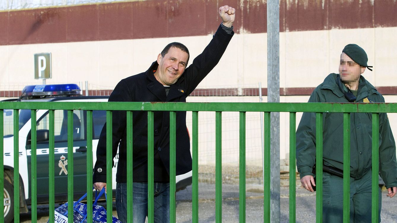 Foto: Arnaldo Otegi a su salida de la cárcel este martes. (Efe)