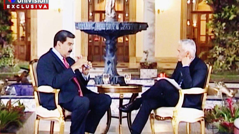 Foto: Nicolás Maduro con el periodista Jorge Ramos durante la entrevista requisada. (Univisión)