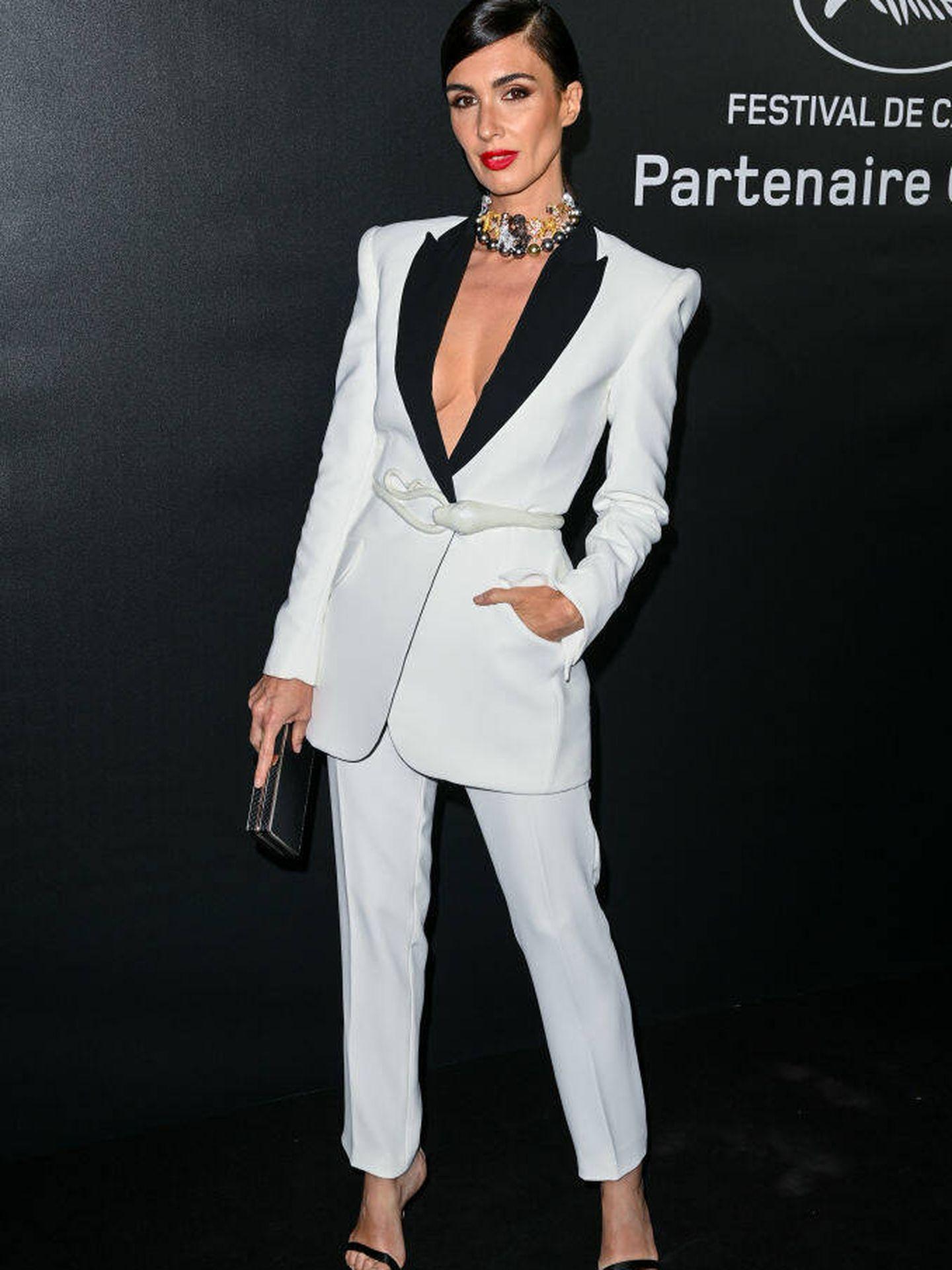 Paz Vega con esmoquin de Nicolas Jebran en Cannes. (Getty)