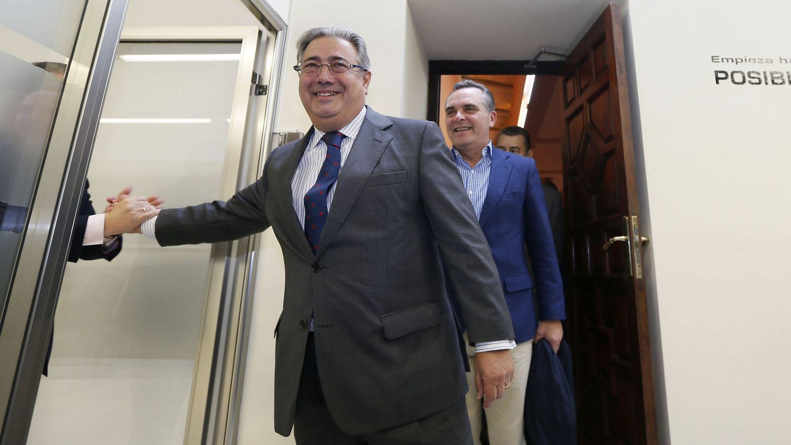 Foto: El ministro del Interior, Juan Ignacio Zoido, se despidió el pasado miércoles del Ayuntamiento de Sevilla. (EFE)