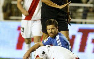 El dolor no abandona a Alonso, que sigue sin decidir su futuro