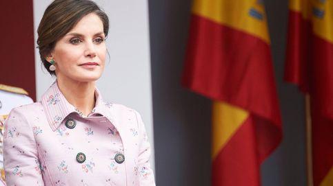 Letizia no se complica y repite abrigo de Carolina Herrera de 2.456 €